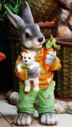 Заяц с медвежонком